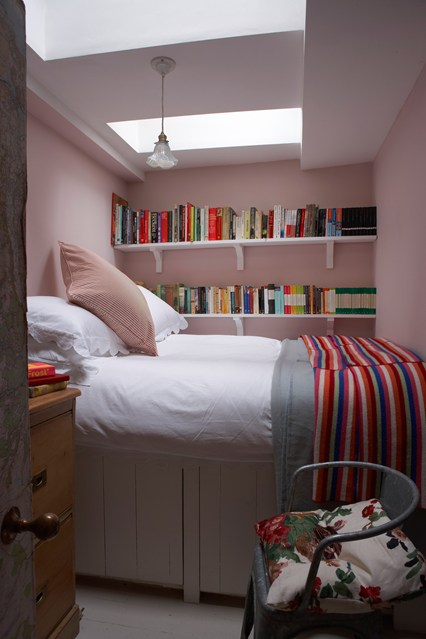 Tiny bedroom bookshelves