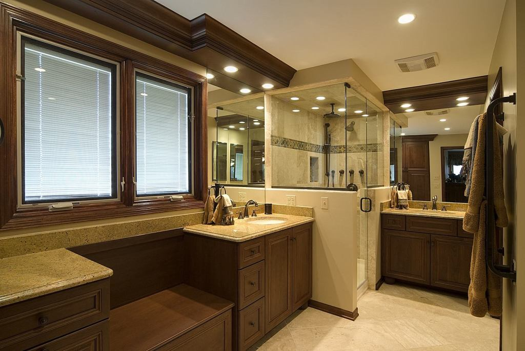 Transitional-traditional-master-bathroom