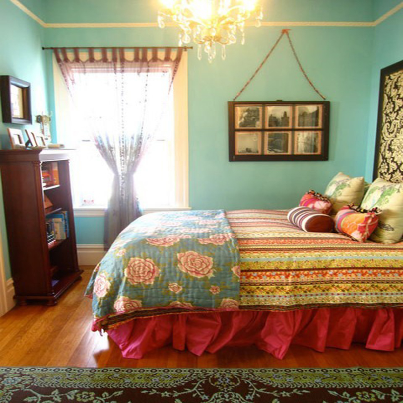 Colorful Traditional Bedroom At Awesome Design