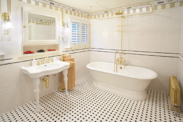 Craftsman Bathroom Interior