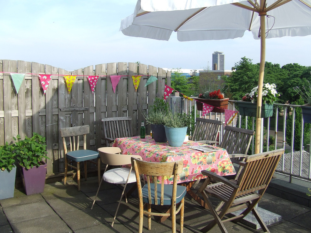 Impressive-Outdoor-Tablecloth-With-Umbrella-Hole-Decorating-Ideas-Images-in-Patio-Eclectic-design-ideas-
