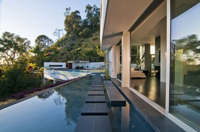 Modern-Outdoor-Space-Home-Design-by-Marc-Canadell