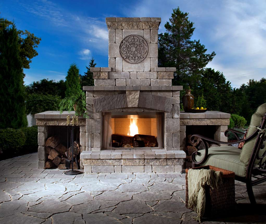 Traditional-Outdoor-Fireplace-Ideas