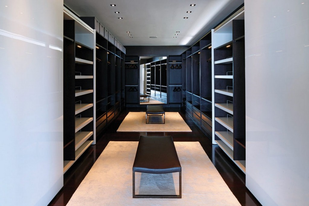 Walk-in-closet-design-with-wardrobe-storage-and-clothes-storage-also-brown-modern-leather-bench-and-large-mirror-panels-1024x682