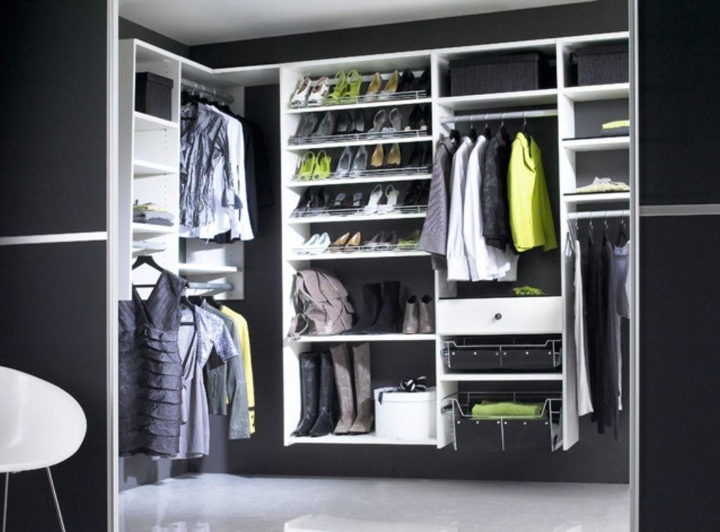 black-and-white-walk-in-wardrobes-modern-design-with-sliding-door-ideas