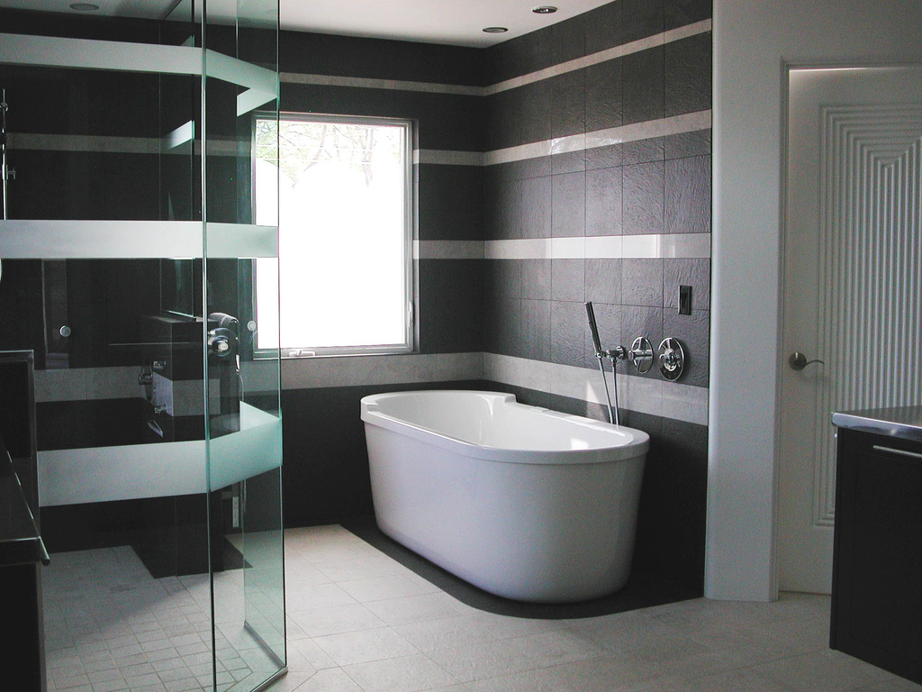 charming-modern-bathroom-with-remarkable-black-striped-white-wall-design-plus-interesting-modern-recessed-downlight-ideas