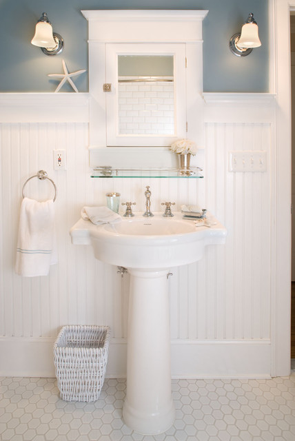craftsman-bathroom-white