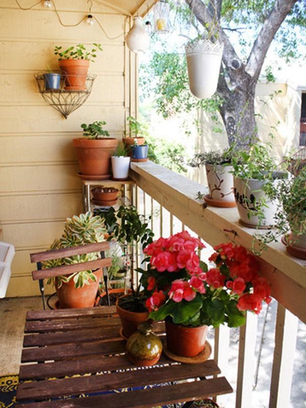 small-balcony-garden-design