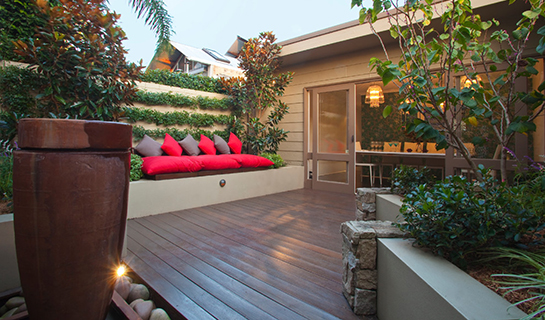 small-outdoor-space-wall-seating
