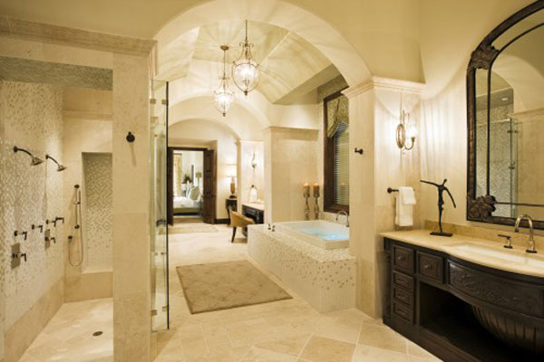 Classic-Mediterranean-Bathroom-Design-with-Lighting-from-Candles-and-Pendant-Lamp