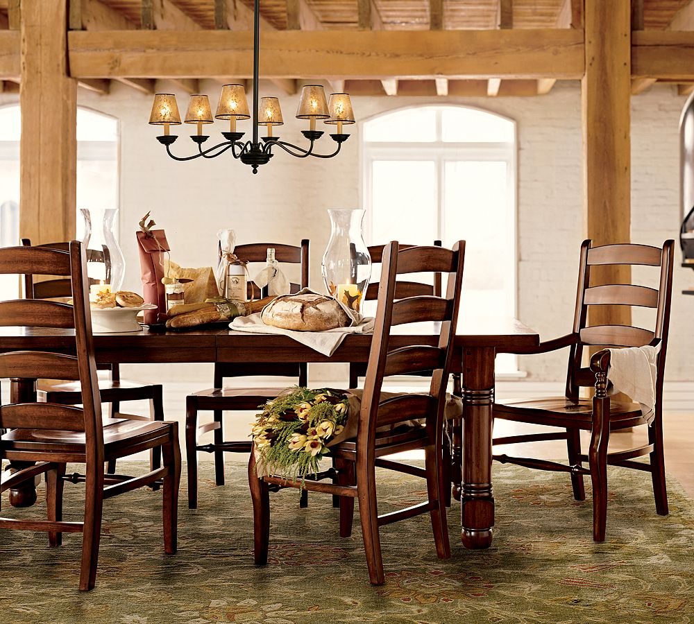 Rustic-Dining-Room-Decor-Ideas-With-Retro-Style-and-Classic-Chandeliers