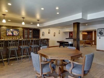 gorgeus Basement Bar-Pool-Table