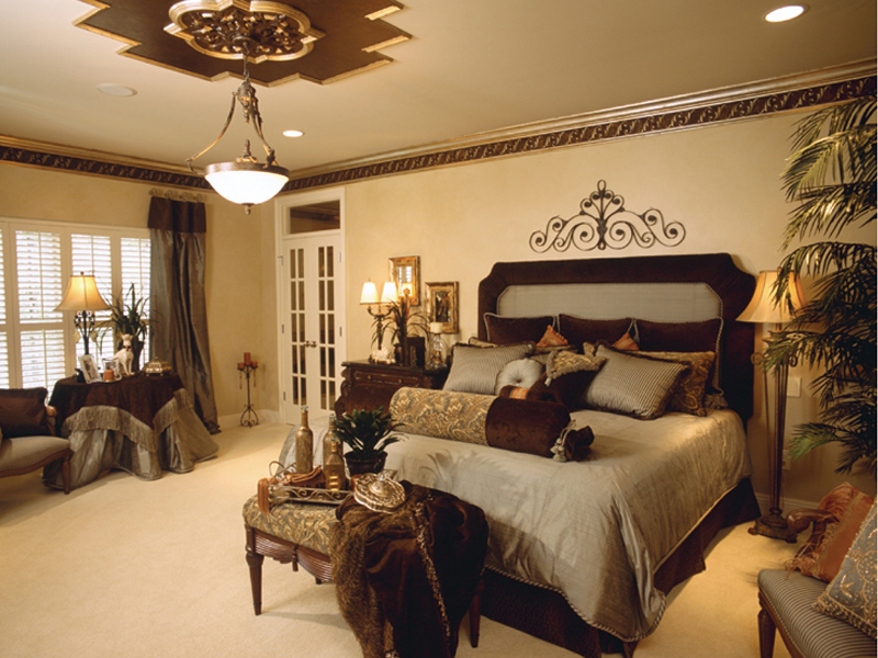 traditional-master-bedroom-design-