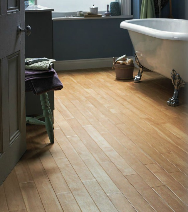 Small-Bathroom-Flooring-Ideas---Luxukry-Vinyl-Plank