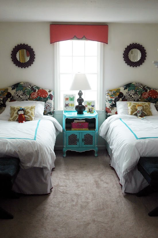 welcoming-guest-bedroom-ideas-with-twin-beds