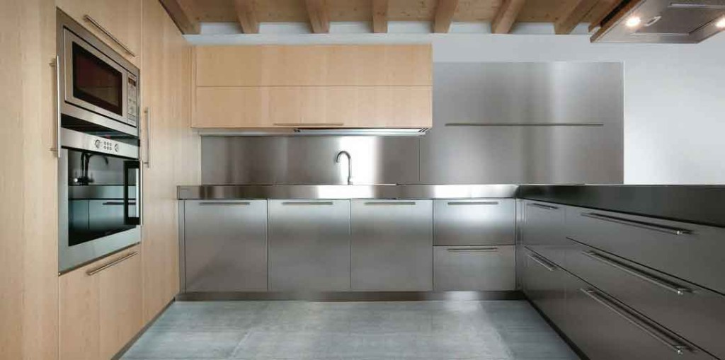 wood-contemporary-stainless-steel-kitchen-decor