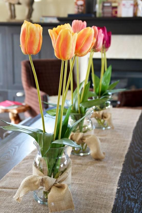Inspiring-Spring-Kitchen-Decoration-Ideas-With-glass-flower-vase-decor