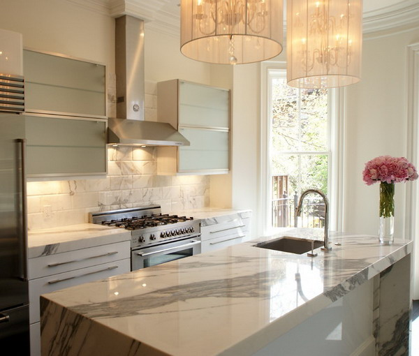 Modern-Kitchen-Design-with-White-Marble-Kitchen-Benchtop-and-Luxurious-Lighting-Fixture