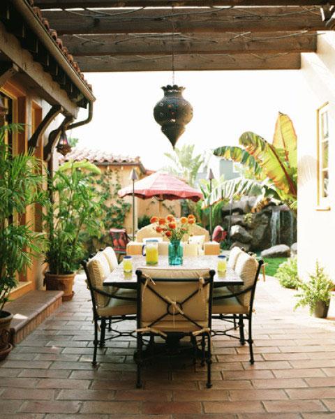 Tropical-Semi-Outdoor-Dining-Room-Ideas-of-Poppy-Montogmery-House