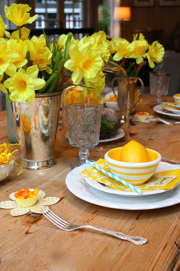 amusing-dining-table-decor-ideas-with-charming-yellow-spring-flower