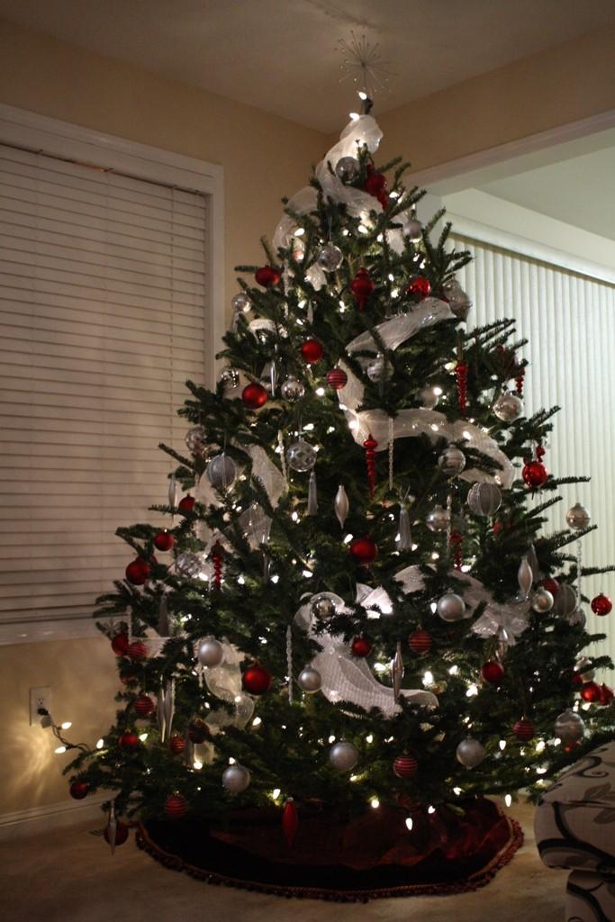 creative-modern-christmas-tree-decorations-