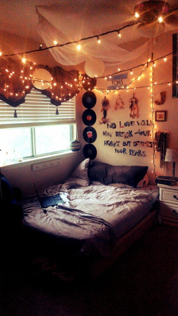 hanging-string-LED-lights-decor_dark-teen-bed-set_