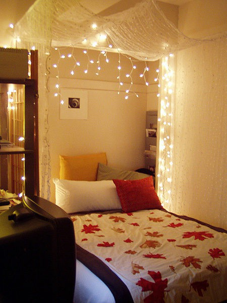 holiday-lights-in-a-bedroom