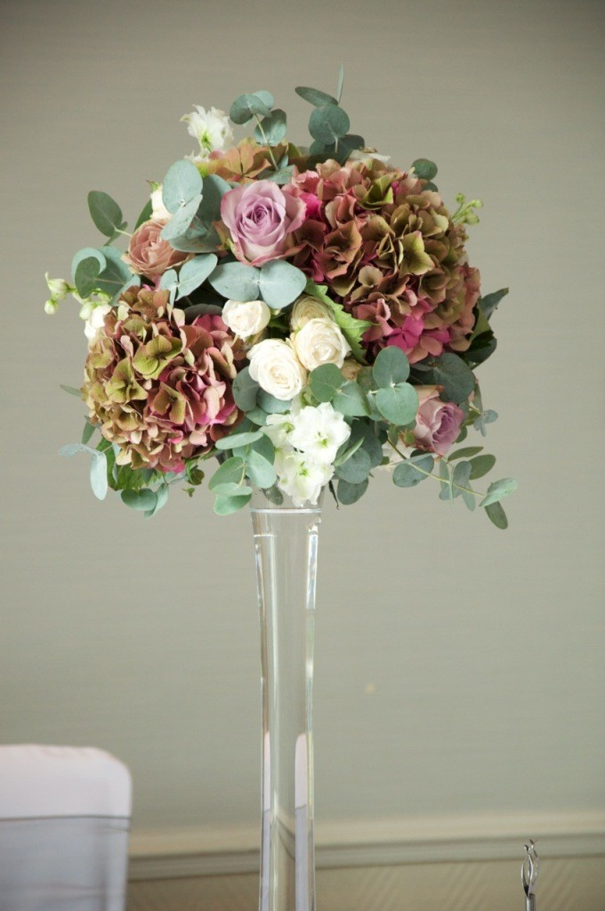 vintage-hydrangea-and-rose-wedding-flower-arrangements