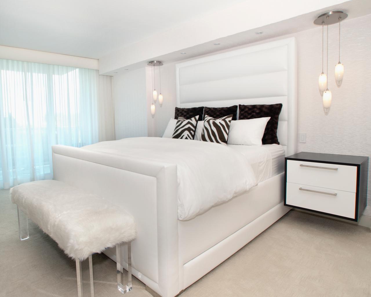 Merveilleux Alena Capra_All White Bedroom Bed