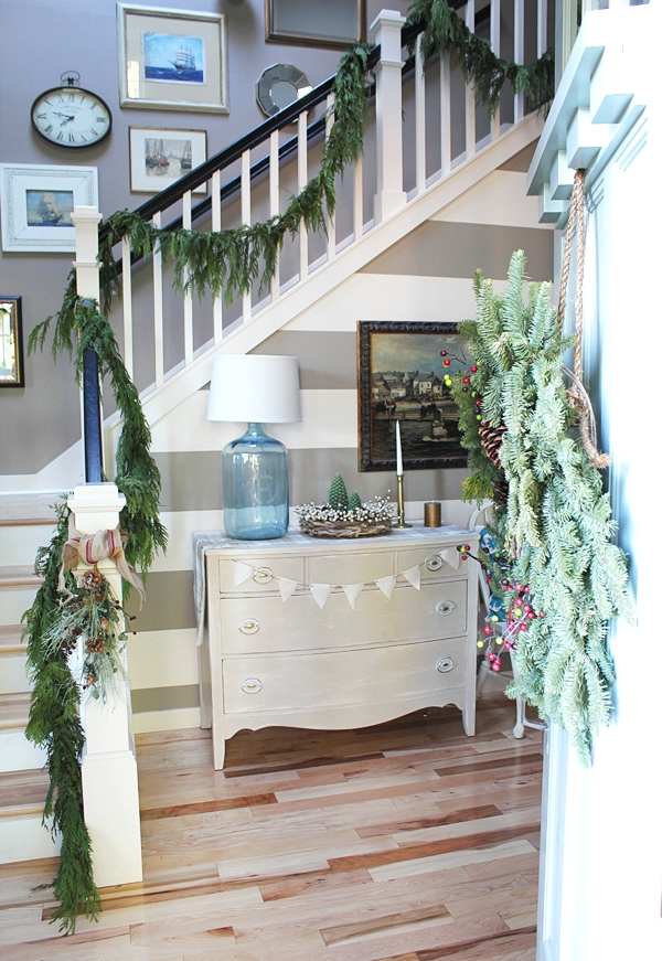 Christmas Entry and Staircase Decorating Ideas
