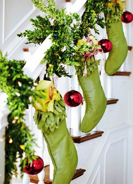 Green-Stocking-and-red-ornaments