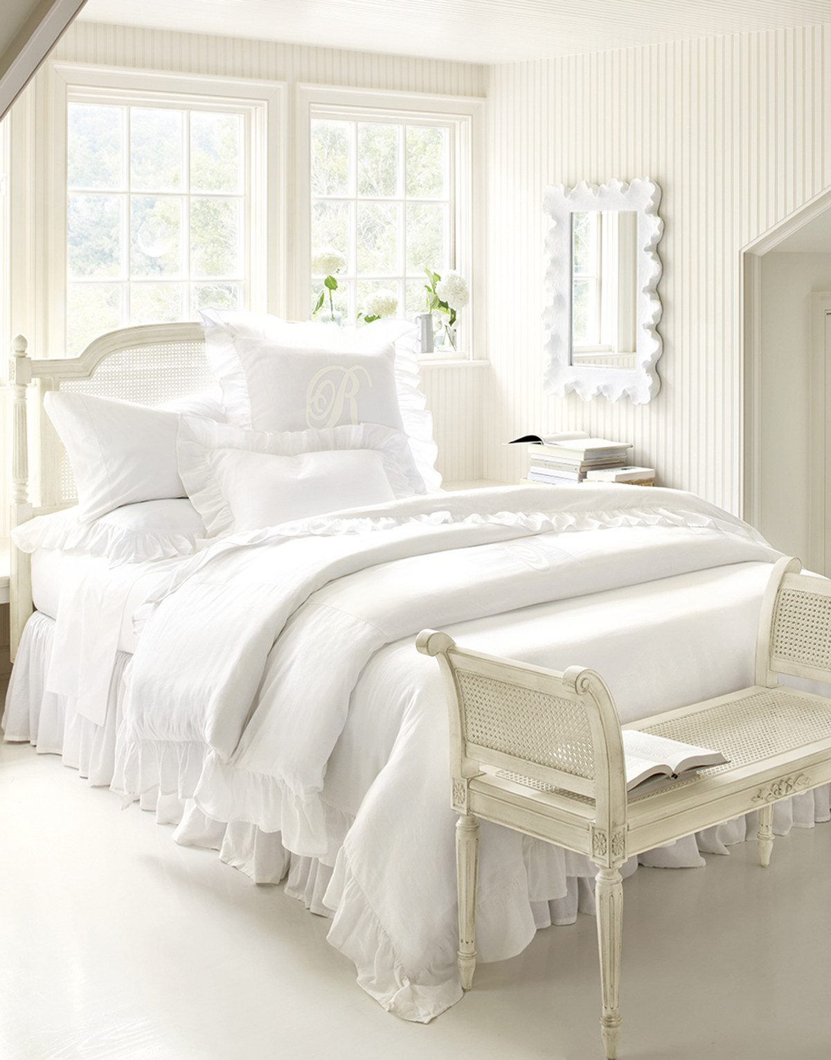 How to Decorate an All White Bedroom