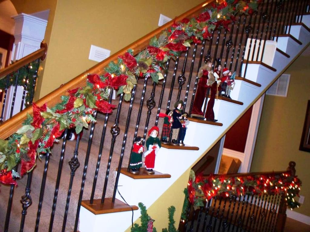 Simple-Christmas-Stairs-Ideas