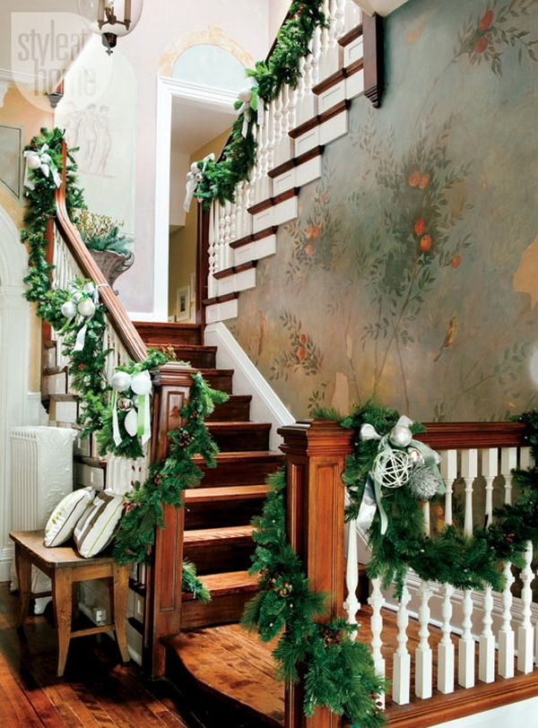 christmas-stairs-decoration-design