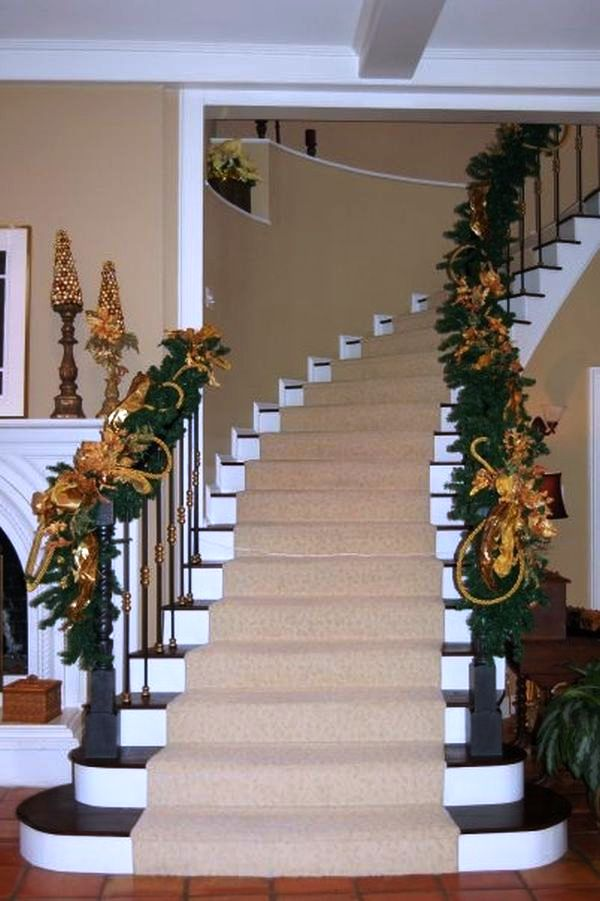 staircase-for-christmas-decorating-ideas-