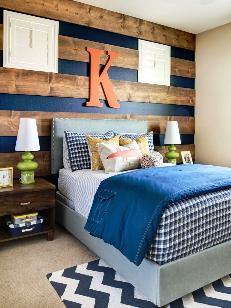 striped-wood-wall-accent