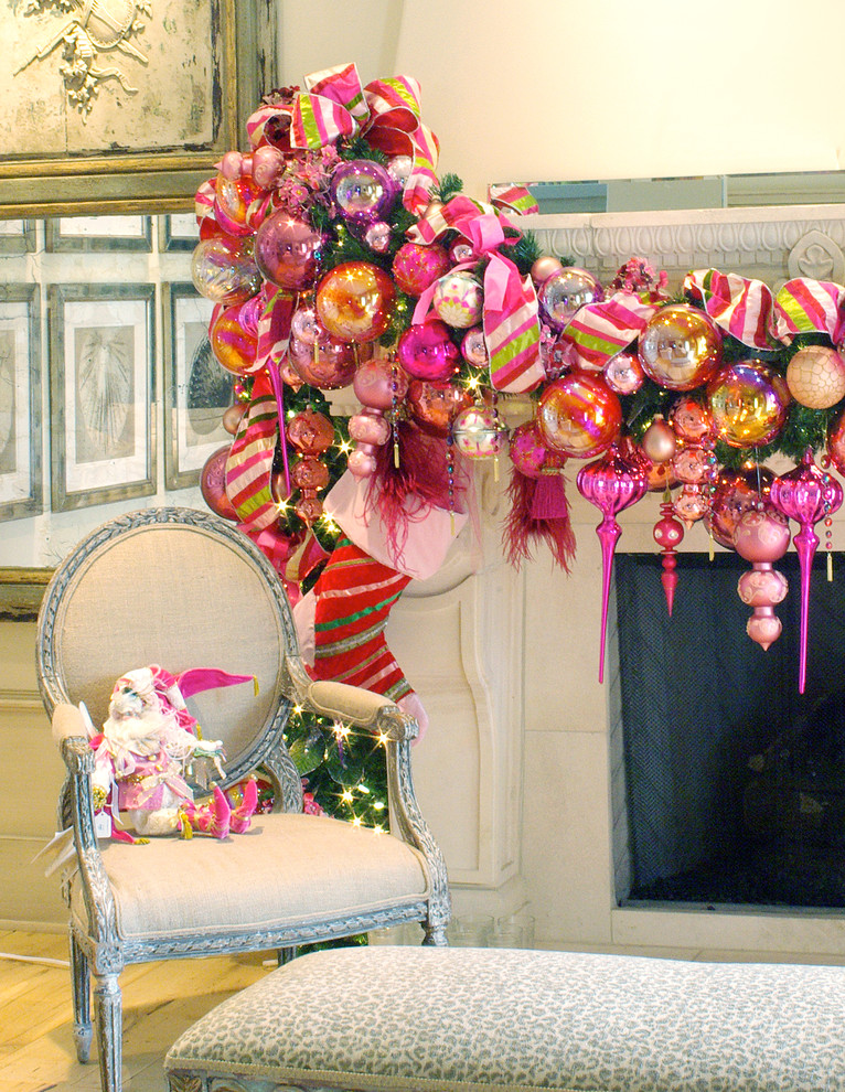 Christmas-décor-ideas-inspiration-mantel-garland-fireplace-bows-ornaments