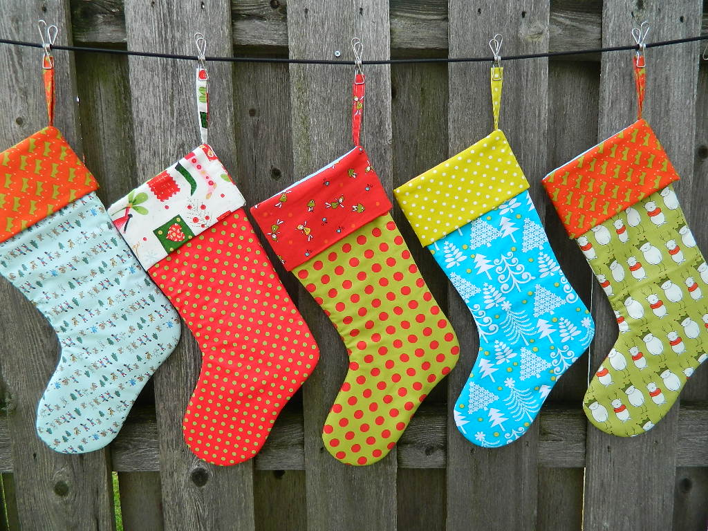 christmas-stocking-design-ideas-with-enticing-colorful-christmas-stocking