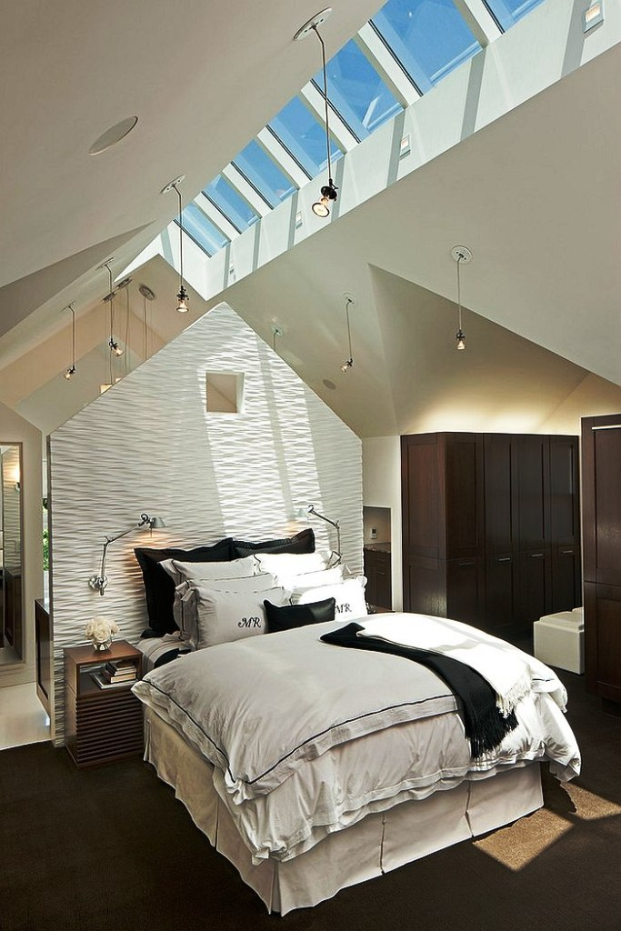 creative-ceiling-with-skylights-bedroom