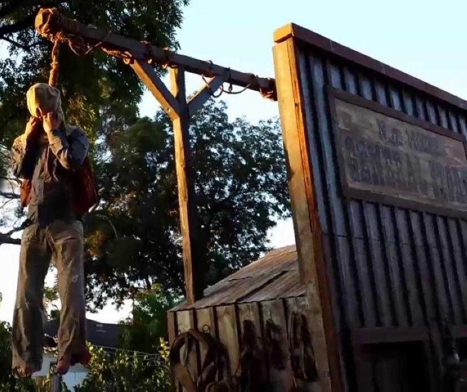Pneumatic Thrasher Hangman & Gallows Prop