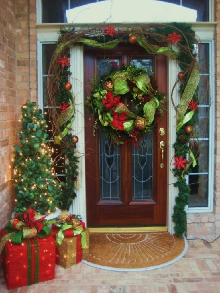 christmas-decorations-front-door-ideas-1