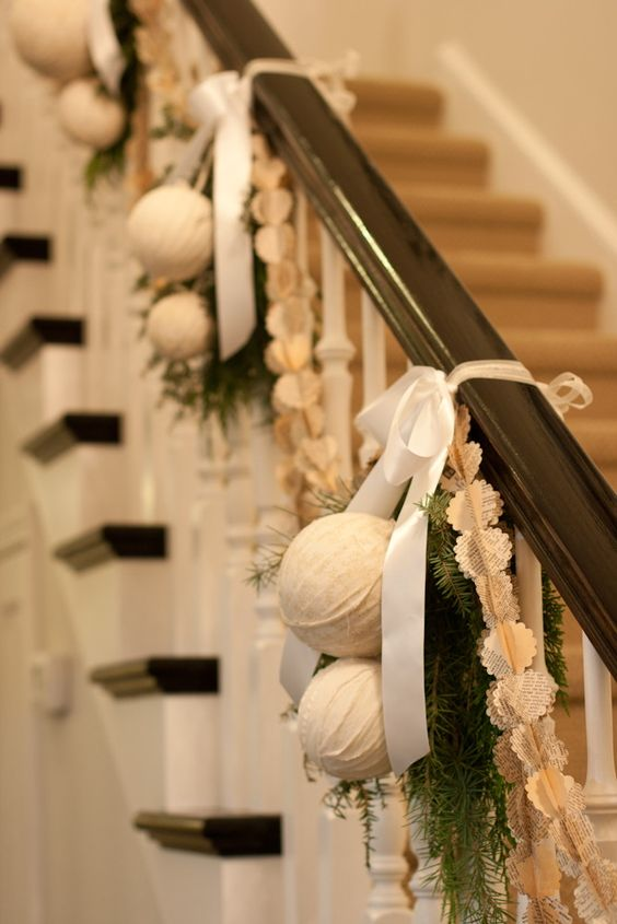 christmas-stairs-decoration-tropical-style