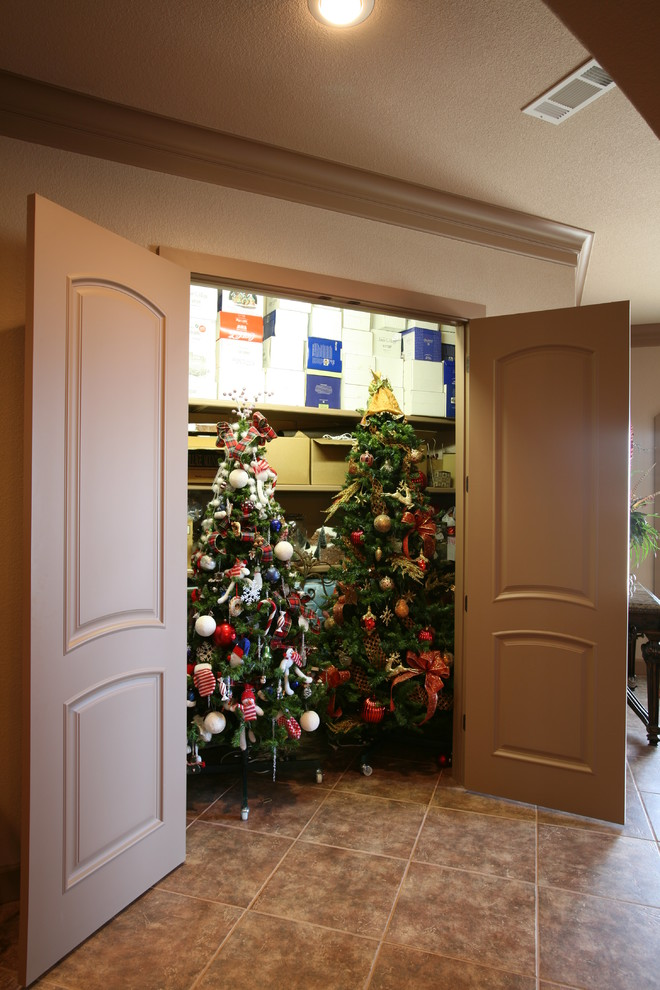 christmas-tree-closet-design