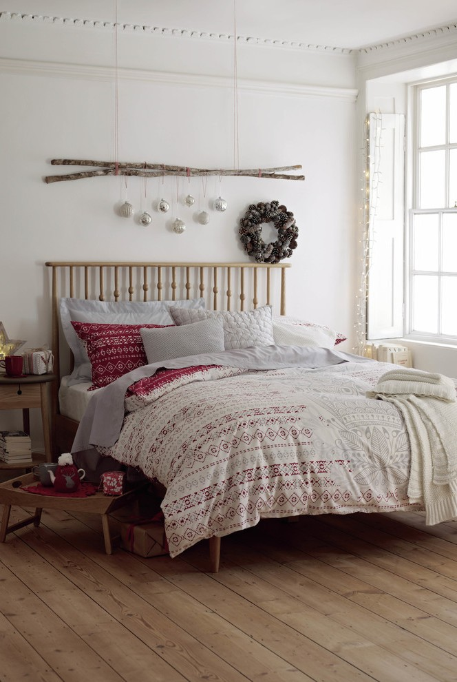 contemporary-bedroom-christmas-wreath-decoration