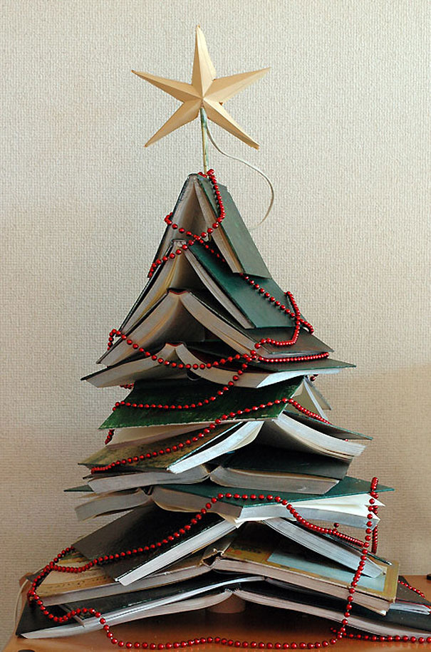 diy-hardcover-christmas-tree