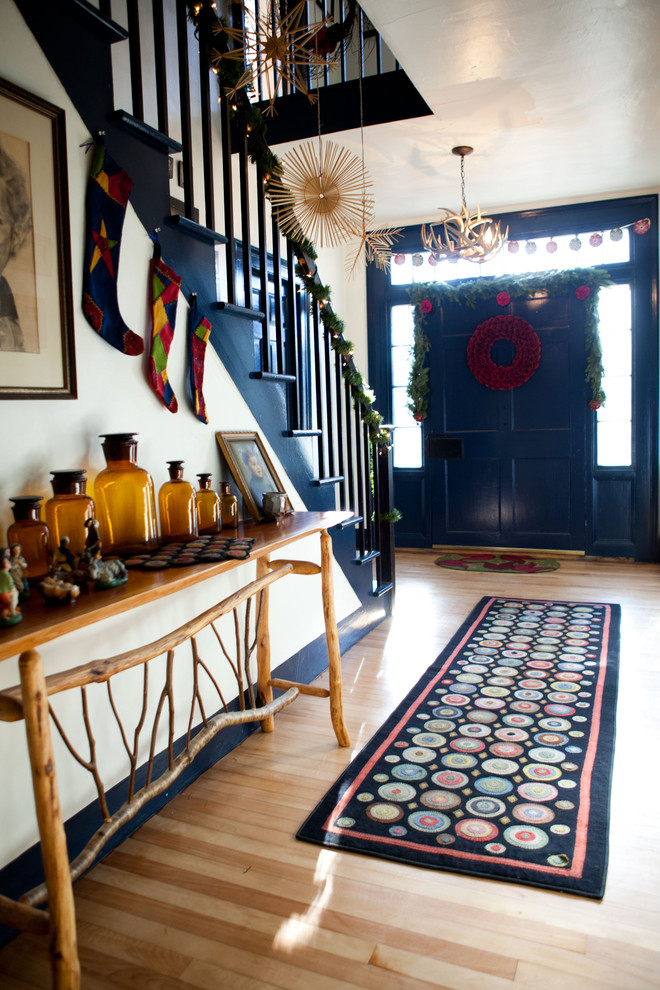 farmhouse-style-christmas-stairs-decoration