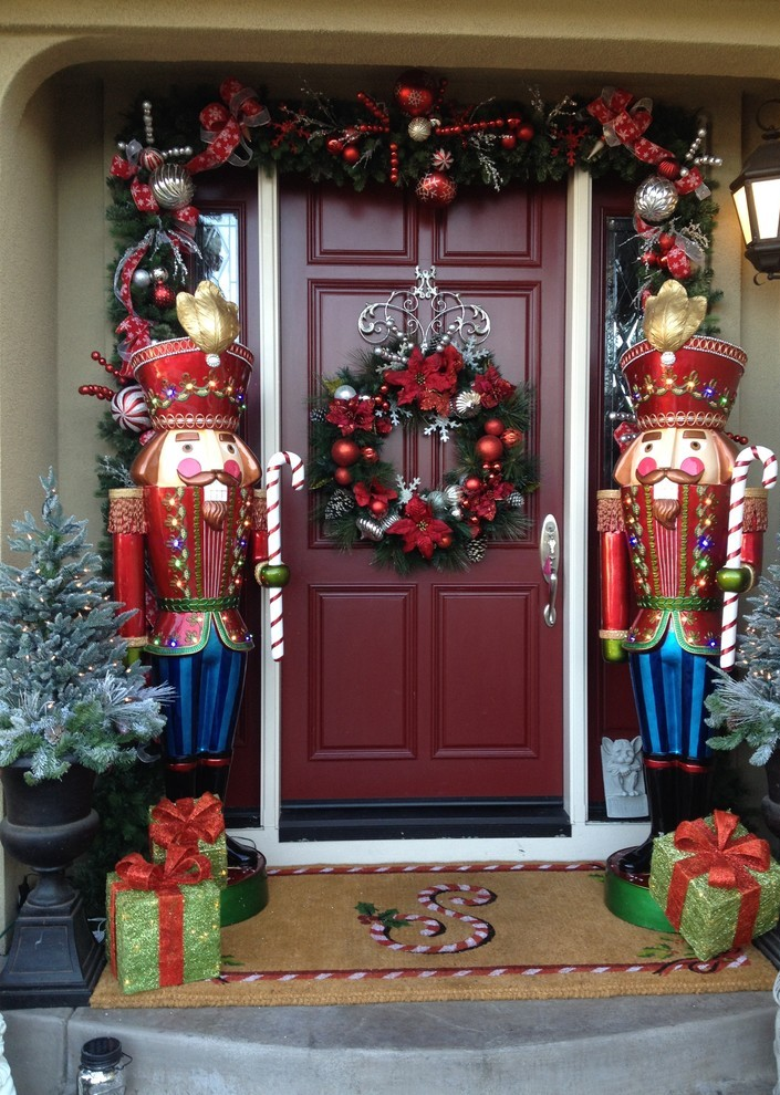 traditional-entry-christmas-wreath-decoration