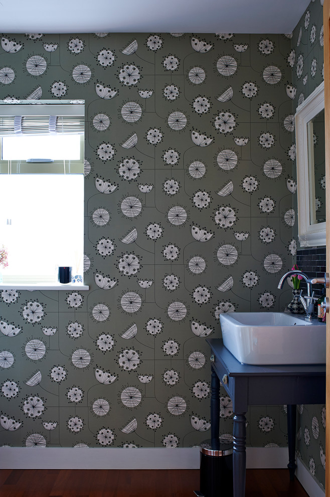 Contemporary Bathroom With Wallpaper