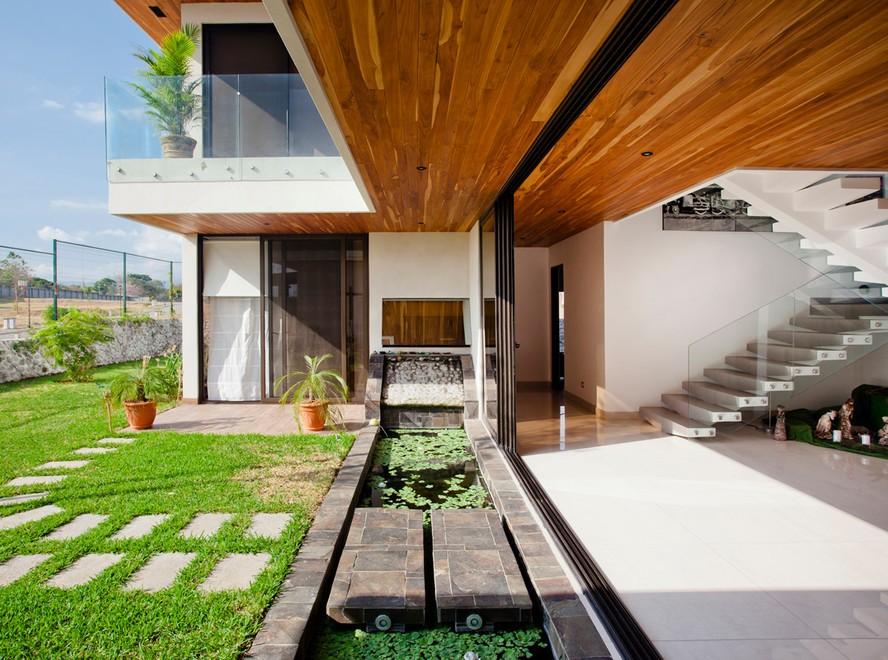 Tropical Backyard Patio Design
