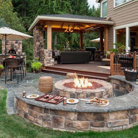 U-Shaped Backyard Patio Design